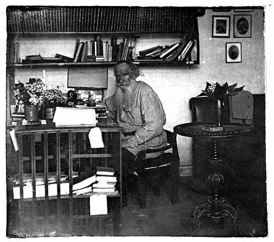 Лев Толстой в кабинета си – Прокудин-Горски