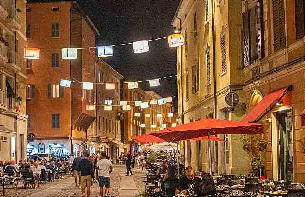Разходка из вечерна Модена